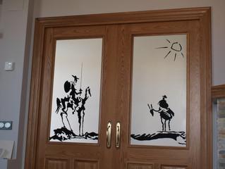 Recordando los 400 años de la muerte de Cervantes con vidrieras artísticas.