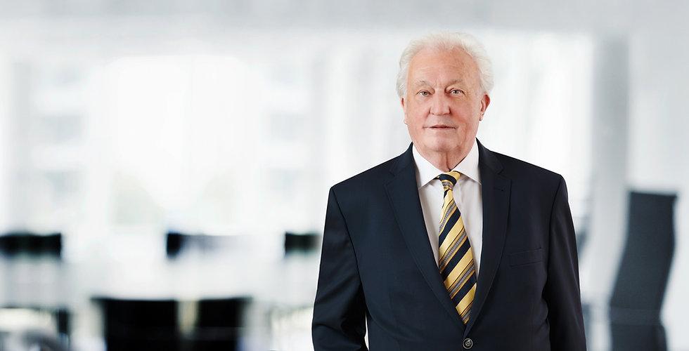 Portraitfoto von Peter Kreiner, Notar und Rechtsanwalt, in den Büroräumlichkeiten seiner Kanzlei in Dortmund.