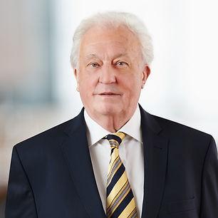 Notar Dortmund. Portraitfoto von Peter Kreiner, Notar und Rechtsanwalt, in seiner Kanzlei in Dortmund.