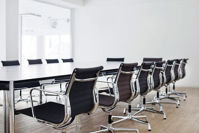 Blick in der Konferenzraum des K2-Bürocenter in Dortmund. K2 Bürocenter in Dortmund, Büro und Ausstellungsflächen mieten, Gewerbefläche mieten, Praxis mieten