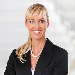 Notar Dortmund. Portraitfoto von Beate Puplick, Notarin und Fachanwältin für Arbeitsrecht und Familienrecht, in ihrer Kanzlei in Dortmund.