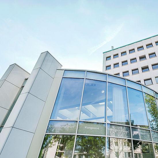 Aussenansicht der Glassfassade der Kronenburg-Forum in Dortmund. K2 Bürocenter in Dortmund, Büro und Ausstellungsflächen mieten, Gewerbefläche mieten, Praxis mieten