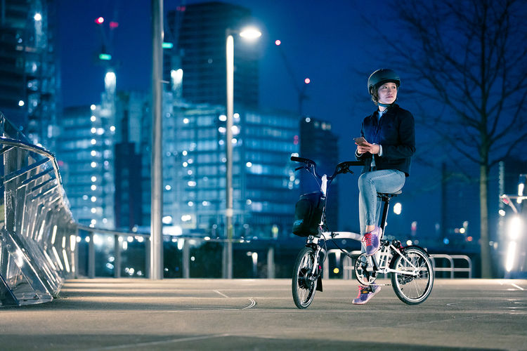 brompton-electric-lifestyle-6_4276432328