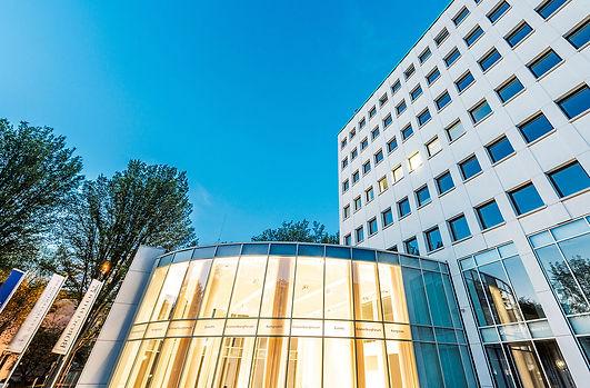 Seitenansicht des Kronenburg-Forums in Dortmund. K2 Bürocenter in Dortmund, Büro und Ausstellungsflächen mieten, Gewerbefläche mieten, Praxis mieten