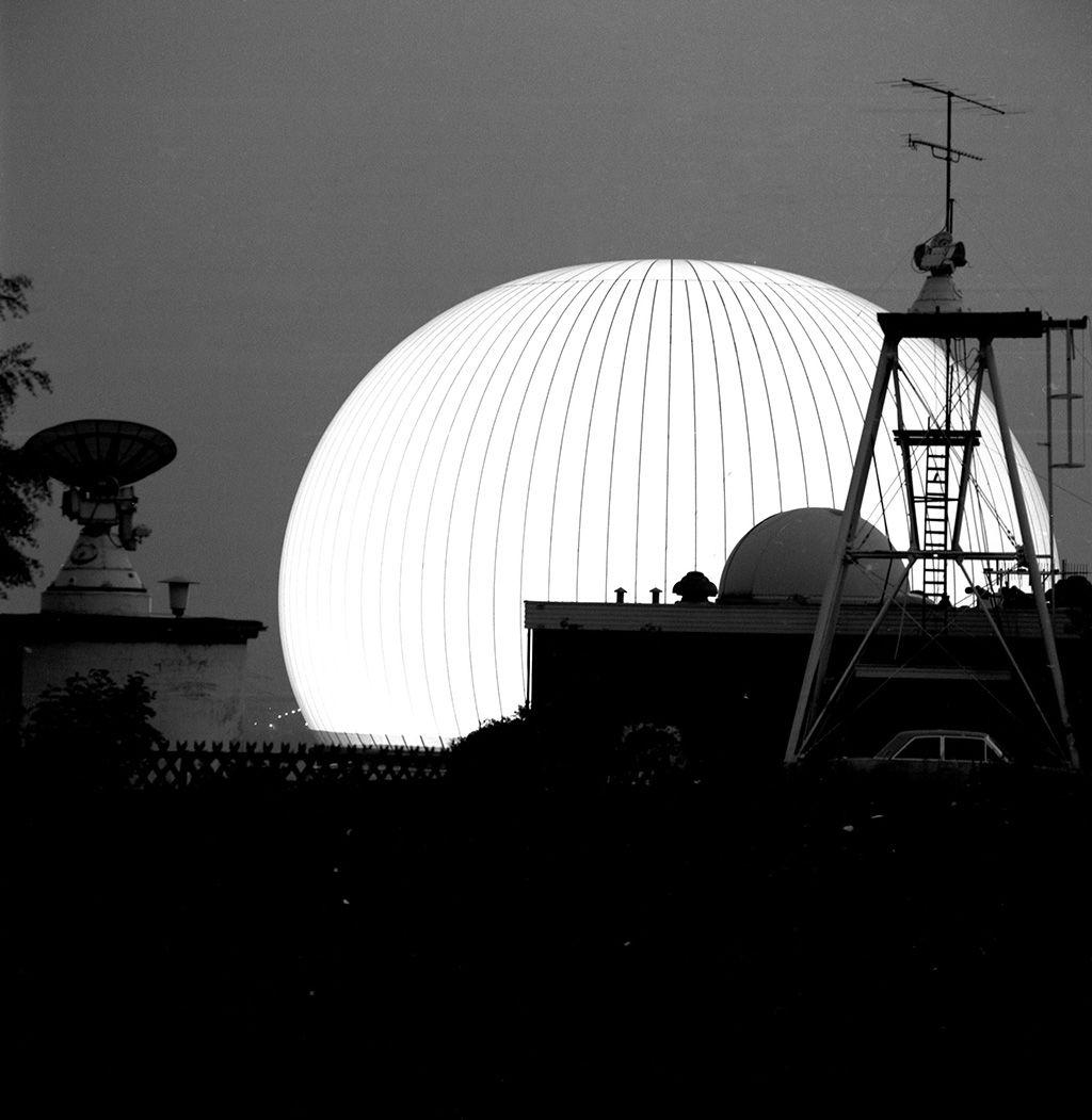 34622-Sternwarte,-Radom-bei-Nacht,-beleu