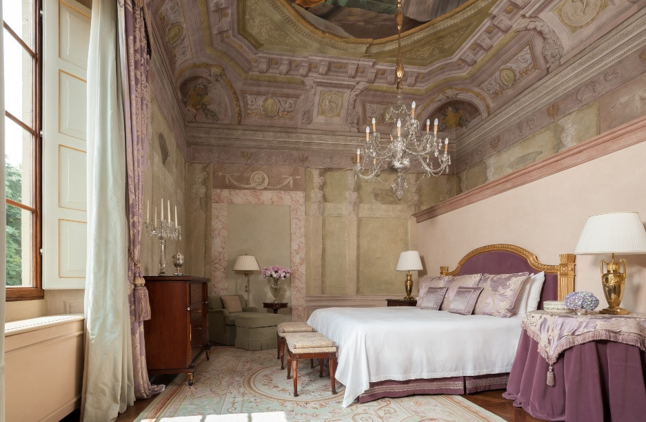 Frescoed Executive Suite at The Four Seasons Firenze Image courtesy of The Four Seasons