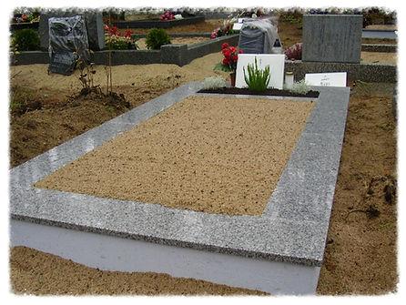 Песок на кладбище