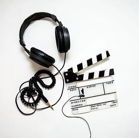 headphones-4223911__480.webp