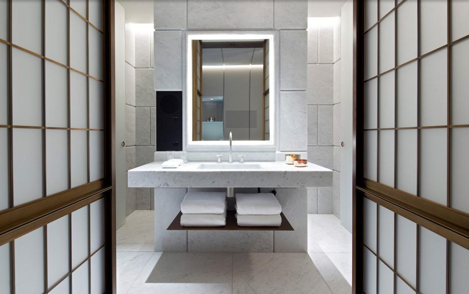 Hotel Cafe Royal - Guest Bathroom