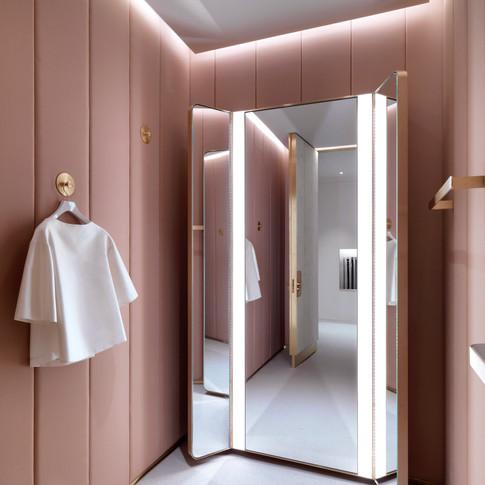 J&M - Fitting Room