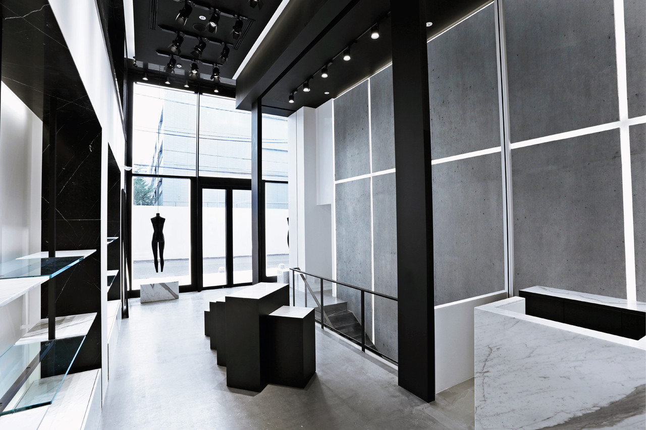 AW/Aoyama - Entrance Sales