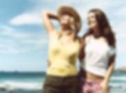 Amiche alla spiaggia