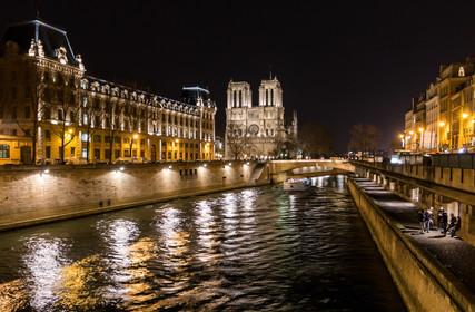 Cathédrale de Notre-Dame de nuit