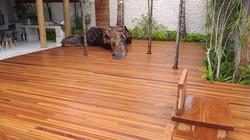 Deck em madeira natural