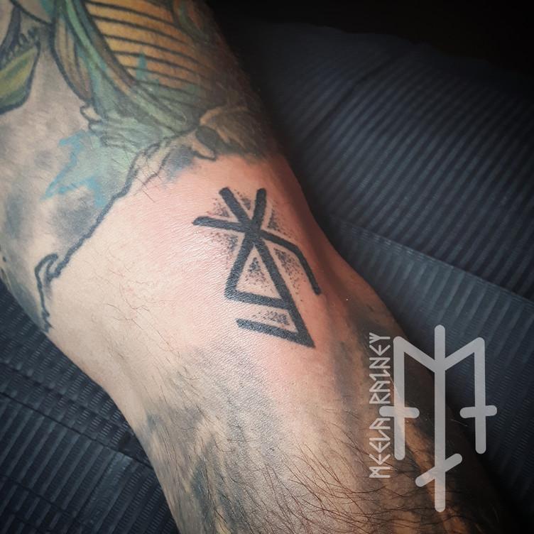 binding rune tattoo