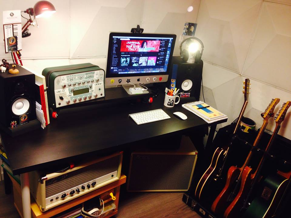 MC Guitar studio desk