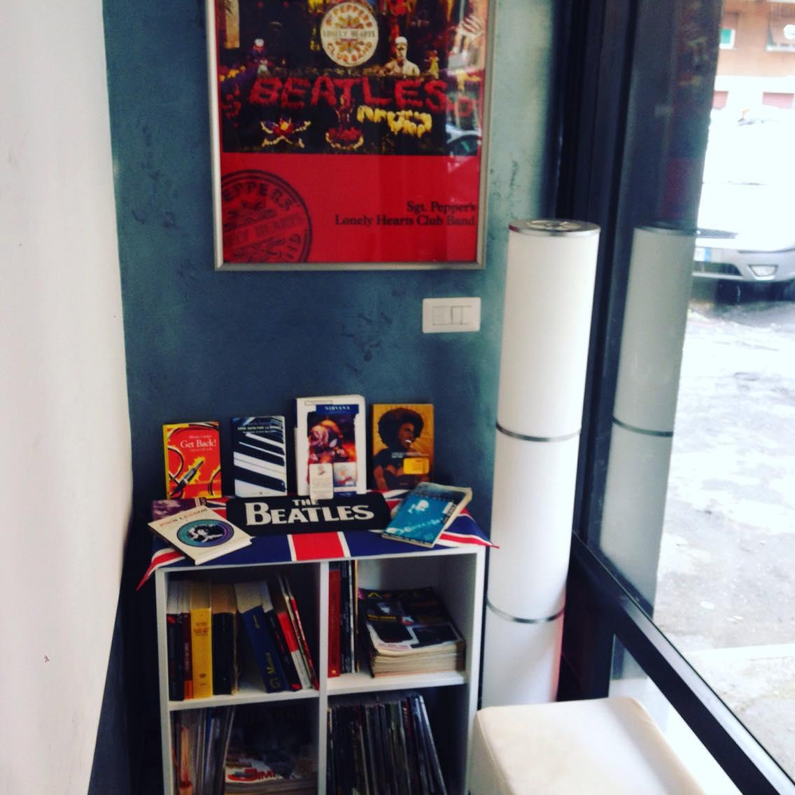 MC Guitar studio buone letture mentre si aspetta