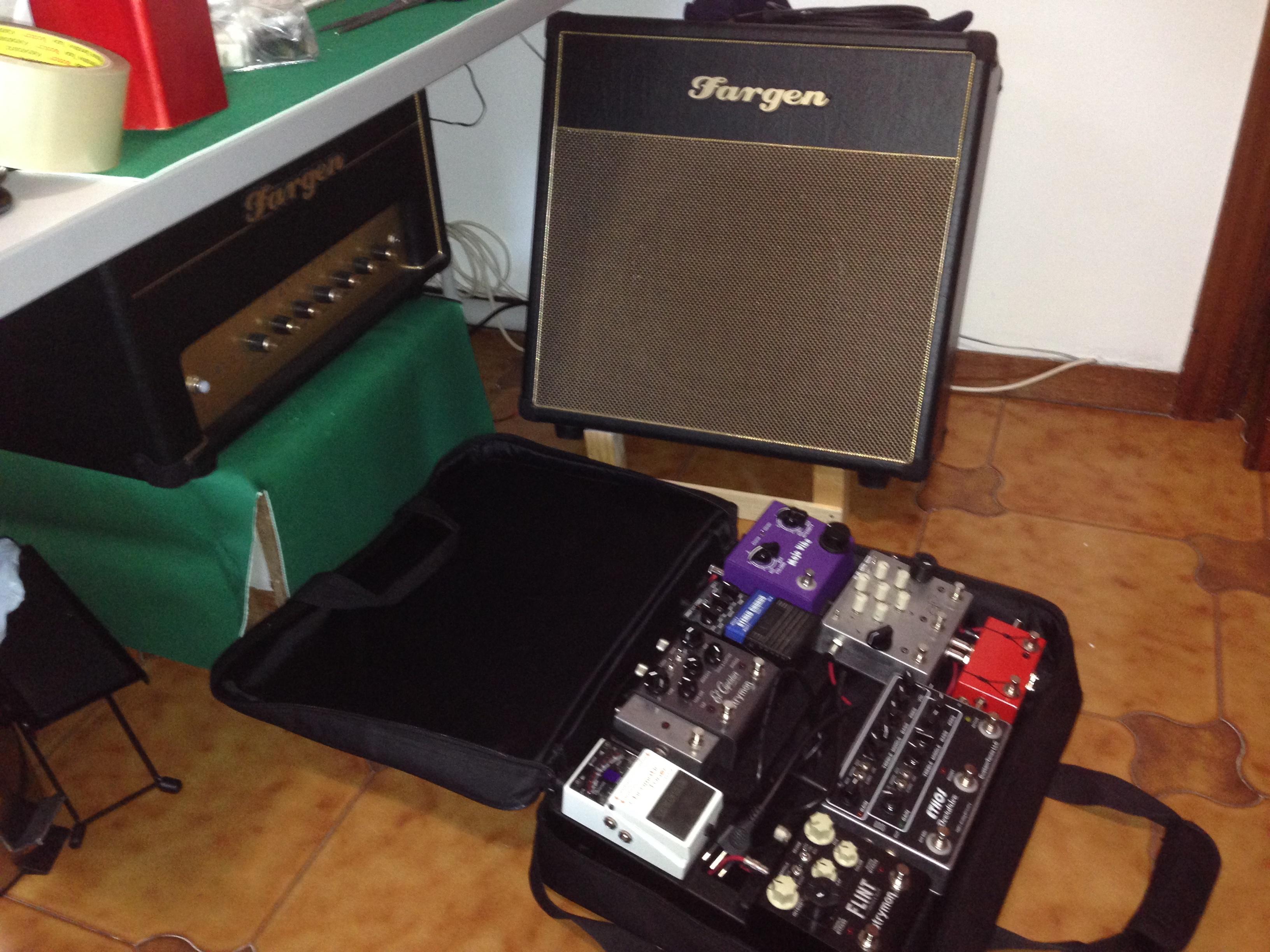 old pedalboard + Fargen