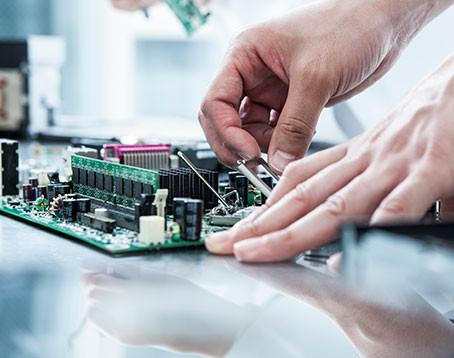 INFINEON TECHNOLOGIES AG - ČIPY PRO AUTOMOTIVE, IOT, SMART HOMES NEBO ROBOTY