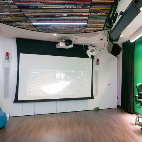 Zucker Family Suite & Broadcast Studio_04