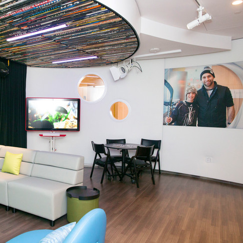 Zucker Family Suite & Broadcast Studio_07