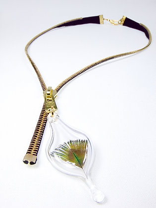Small-toothed zipper necklace w feather charm