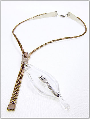 Cream/rose silv. zipper necklace with fork charm