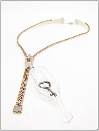 Cream/rose silv zipper necklace w key charm
