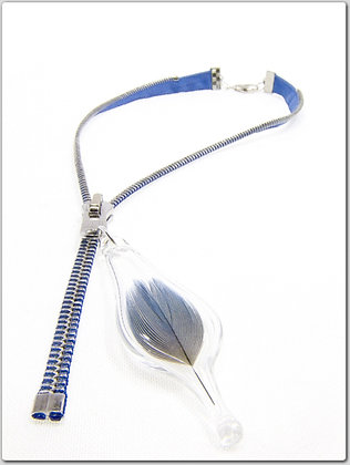 Blue/silv zipper necklace w blue feather (Z10)