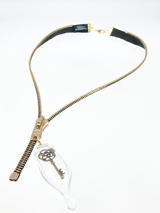 Blk/gold zipper necklace w key charm (Z19B)