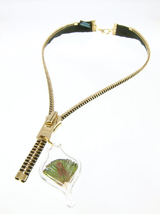 Lg-toothed Zipper Necklace w Peacock Feather (Z43A