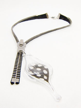 Lg-toothed Zipper Necklace w Dotted Feather (Z44)