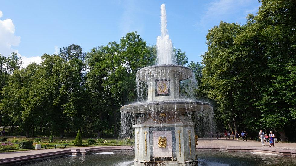 Петергоф (фонтаны Нижнего парка)