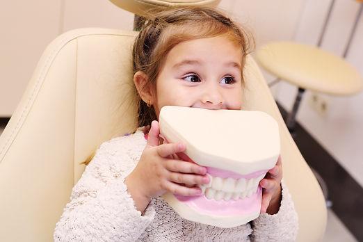 kid with teeth model