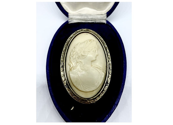 Mid 19th Century 9ct Gold Mounted Shell Cameo Brooch C1860