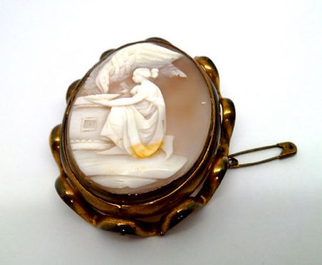 DELIGHTFUL GILT MOUNTED SHELL CAMEO BROOCH C1870