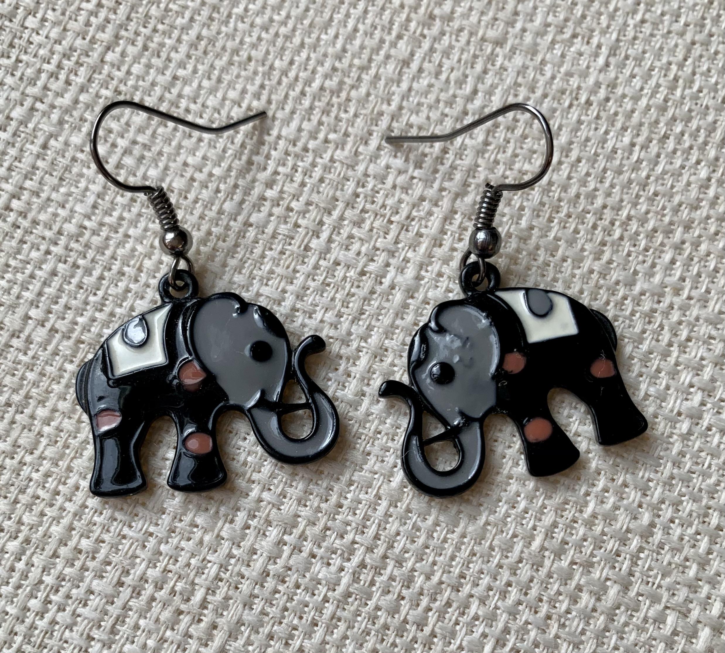 ELEPHANTS NOIRS 8 €