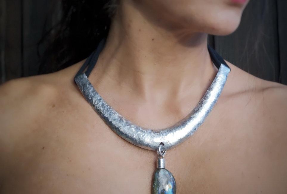 Small Bib necklace with labradorite