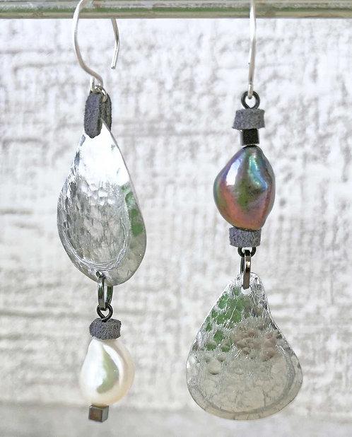 Asymmetric  pearls earrings