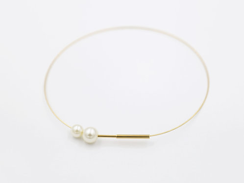 Gold choker with pearls
