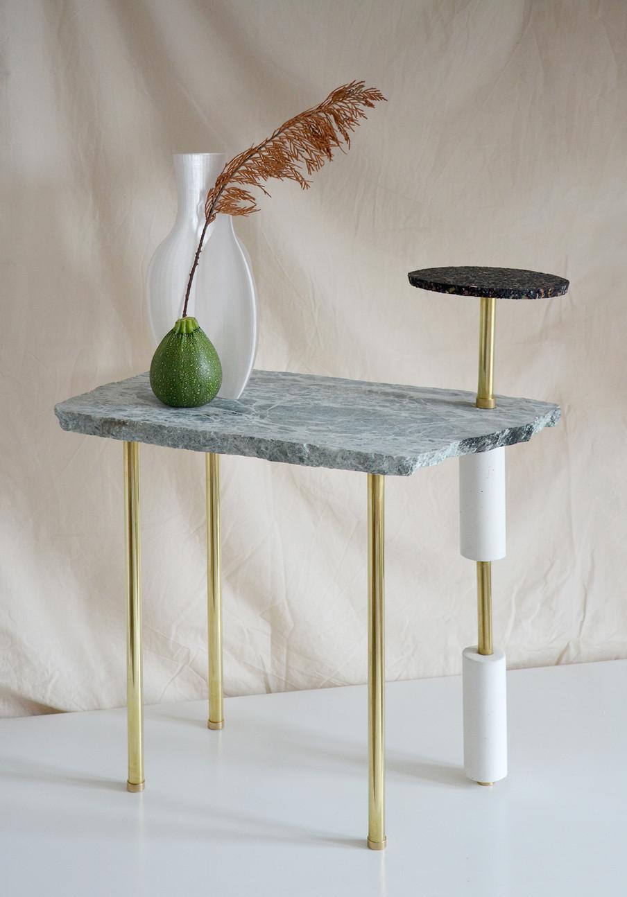 Création d'une collection de tables d'appoint réalisée à partir de chutes de marbre récupérées.