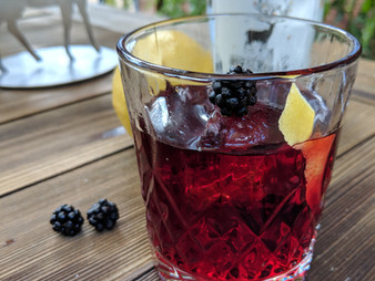 UNSER BROMBEER-NEGRONI