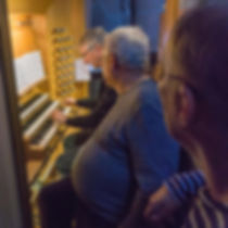 Trois organistes et un orgue.jpg