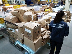 STF julgará retenção de bens importados para pagamento de diferença de tributos