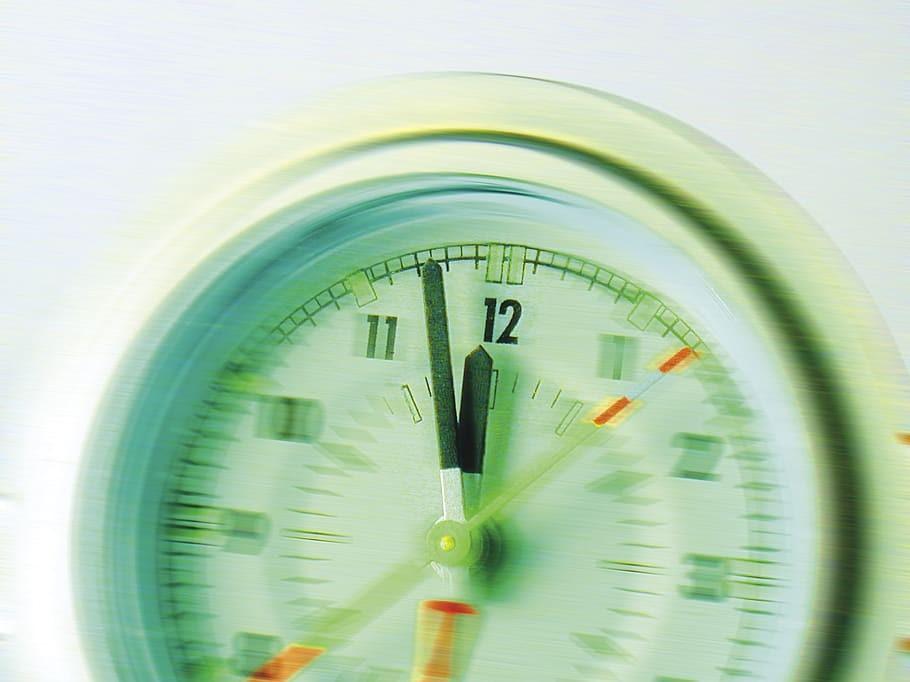 freemium gaming, gambling, time pressure, time limit