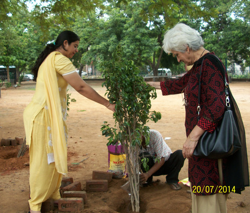 Tree plantation savi and monika.JPG