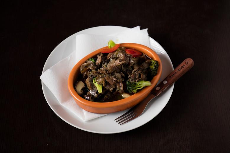 砂肝と八色しいたけのハーブオイル煮