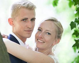 Mariage, témoins, garçons d'honneur, lunettes de soleil, homosexuels, cravattes, rose, trois hommes, sourires, fun, cérémonie