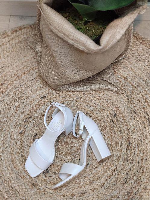 Ovyé - Sandalo con tacco