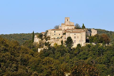 Authentique village médiéval. La Bugadière, gîte authentique, Ardèche du Sud
